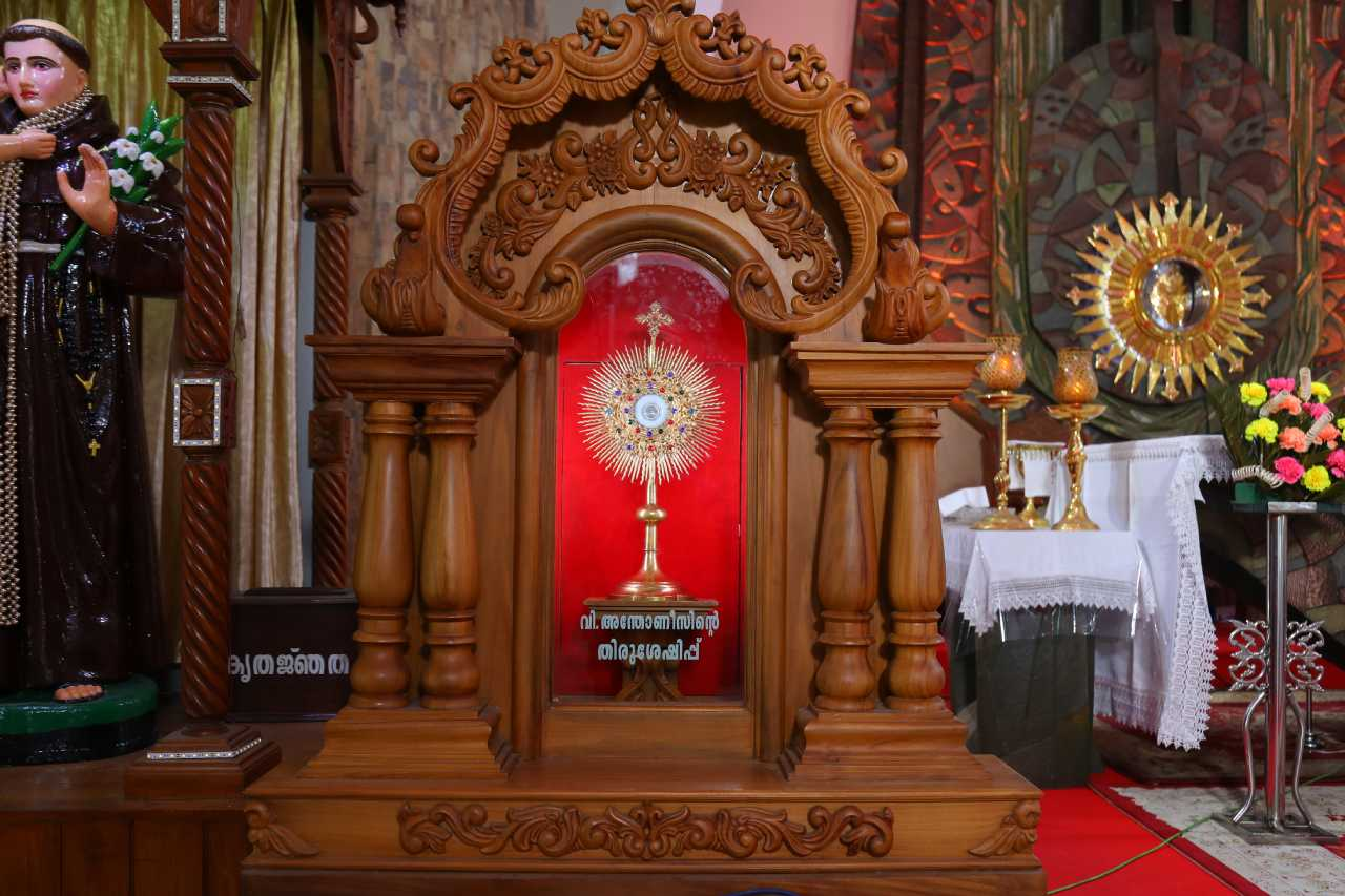 Veneration-of-the-Holy-Relic